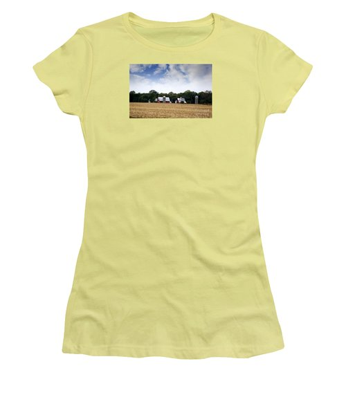 South Dakota Barn Women's T-Shirt (Junior Cut) by Yumi Johnson