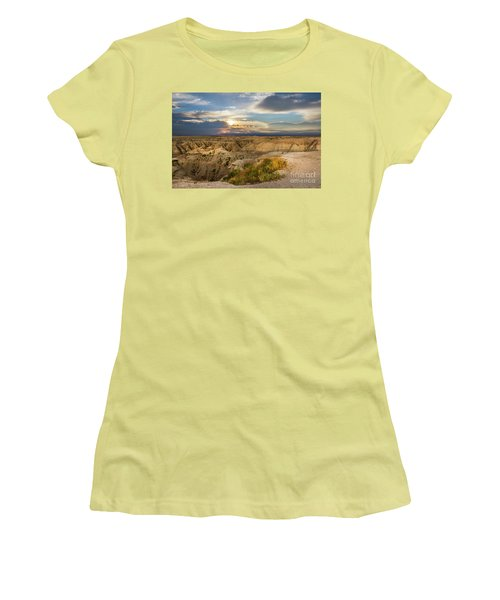 South Dakota Sunrise Women's T-Shirt (Athletic Fit)