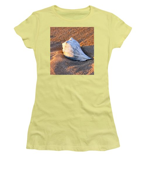 Sunrise Seashell Women's T-Shirt (Athletic Fit)