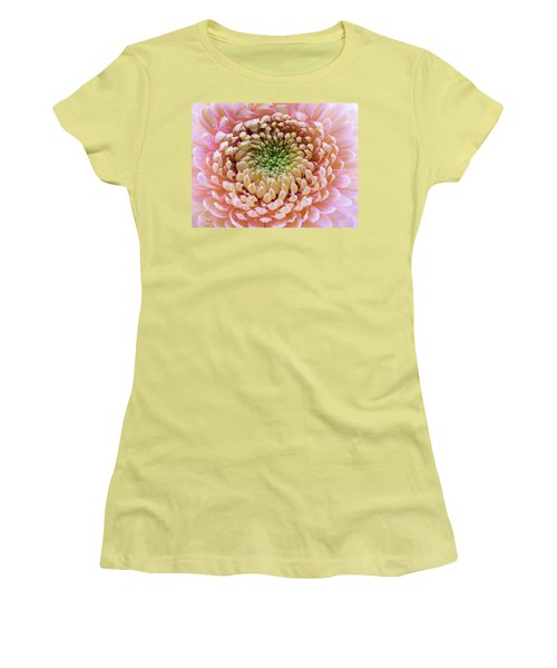 Sweet Pink Gerber Women's T-Shirt (Athletic Fit)