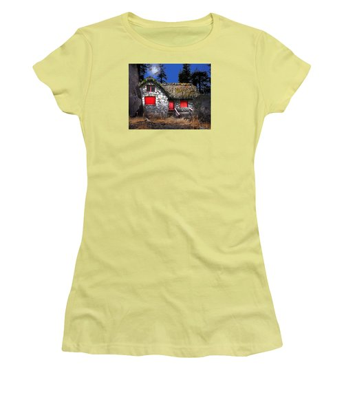 The Auld Church Women's T-Shirt (Athletic Fit)
