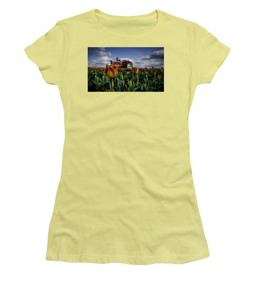 Tiger Tulip Women's T-Shirt (Athletic Fit)