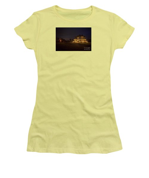 Victorian House At Christmas Women's T-Shirt (Athletic Fit)