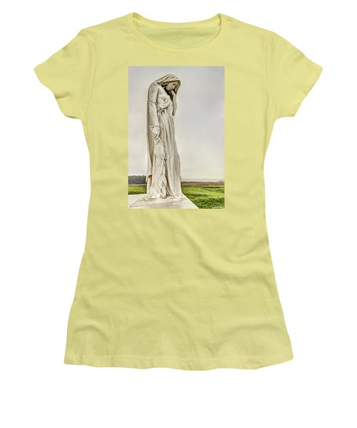 Vimy Memorial - Canada Bereft Women's T-Shirt (Athletic Fit)