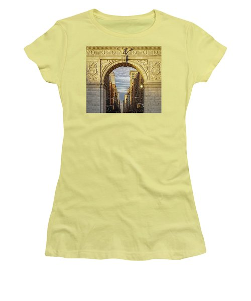 Washington Square Golden Arch Women's T-Shirt (Athletic Fit)