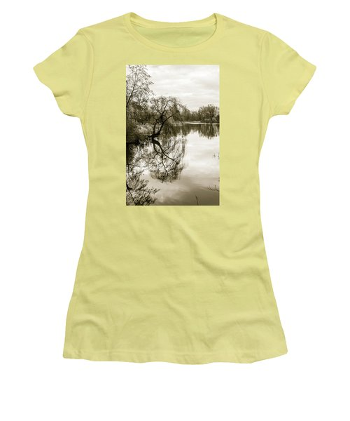Weeping Willow Tree In The Winter Women's T-Shirt (Athletic Fit)