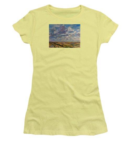 Skies Westward Women's T-Shirt (Athletic Fit)