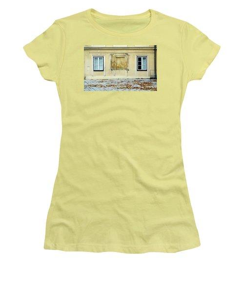 Wiener Wohnhaus Women's T-Shirt (Athletic Fit)