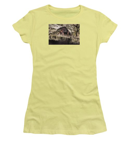 Women's T-Shirt (Junior Cut) featuring the photograph Willets Barn by Shirley Mangini