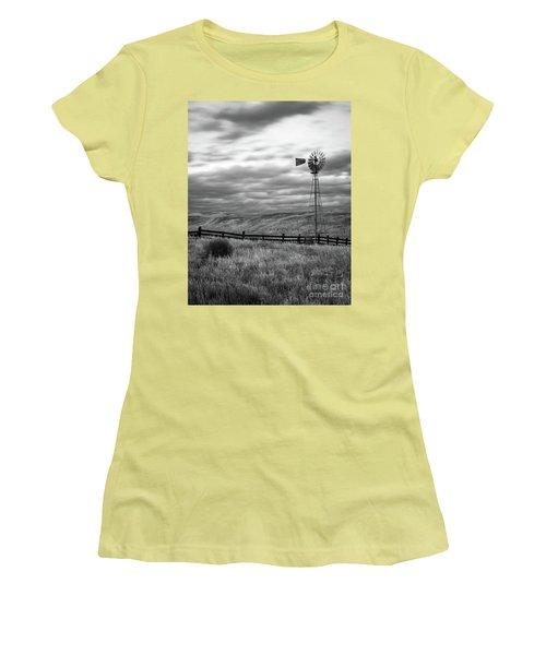 Windmill Women's T-Shirt (Athletic Fit)