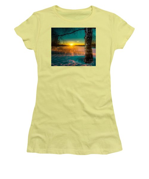 Winter Delight In British Columbia Women's T-Shirt (Athletic Fit)
