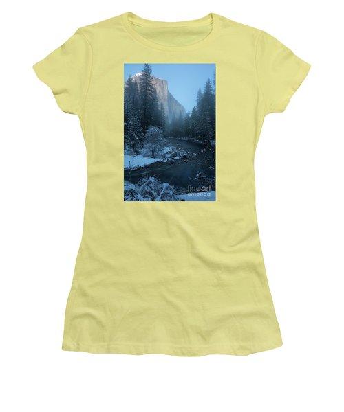 Winter El Cap  Women's T-Shirt (Athletic Fit)