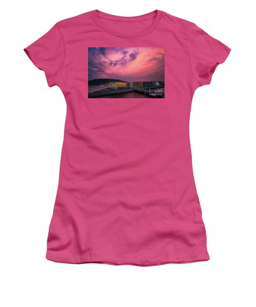 Cloudy  Women's T-Shirt (Athletic Fit)