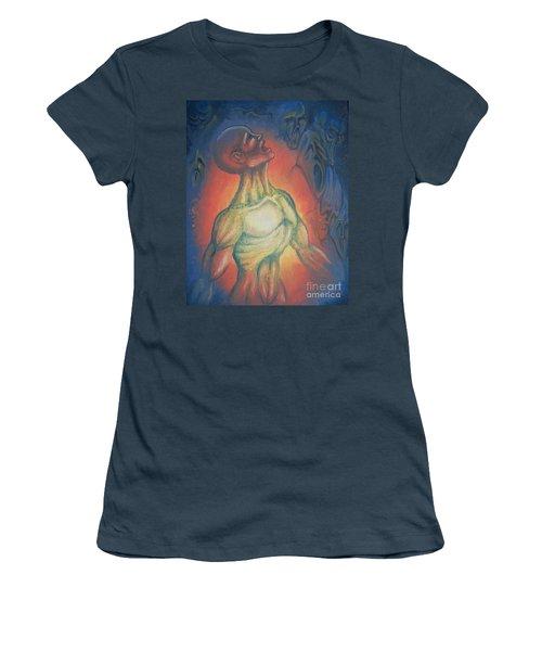 Center Flow Women's T-Shirt (Athletic Fit)