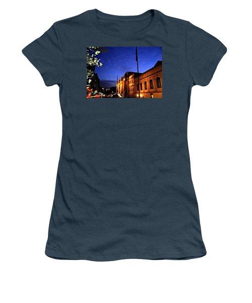 Metropolitan Museum Of Art Nyc Women's T-Shirt (Junior Cut) by Vannetta Ferguson