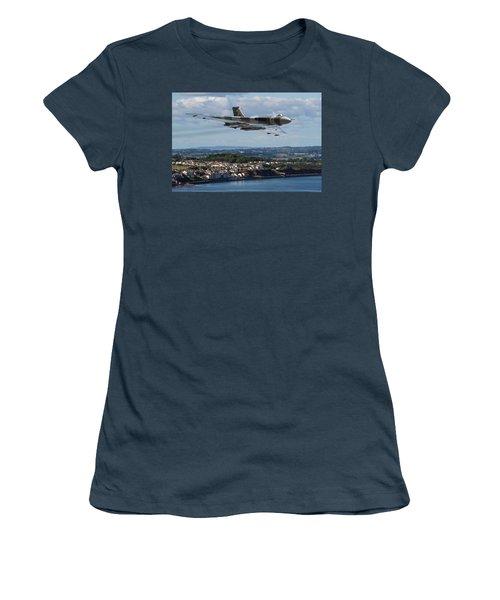 Vulcan Bomber Xh558 Dawlish 2015 Women's T-Shirt (Junior Cut) by Ken Brannen
