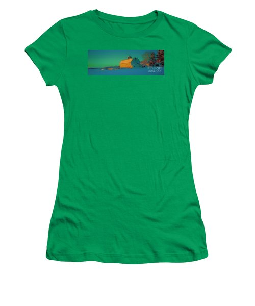 Conley Rd White Barn Women's T-Shirt (Athletic Fit)
