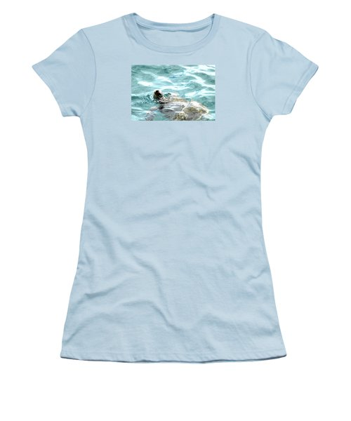 Kamakahonu, The Eye Of The Honu  Women's T-Shirt (Athletic Fit)
