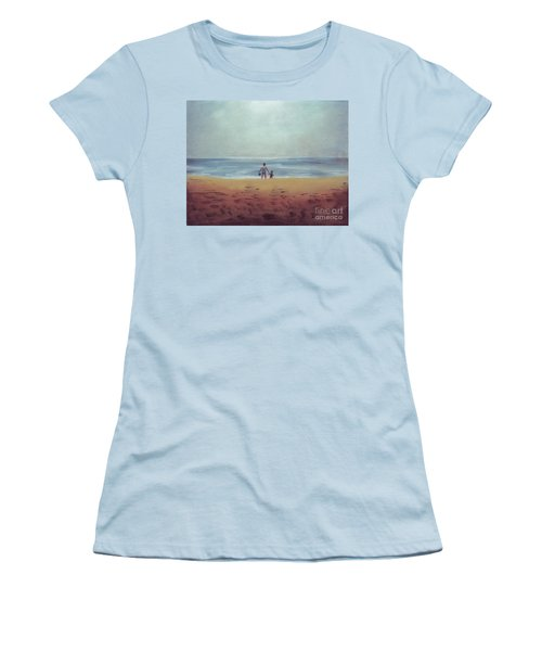 Daddy At The Beach Women's T-Shirt (Athletic Fit)