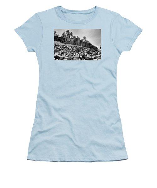 Devils Postpile National Monument Women's T-Shirt (Athletic Fit)