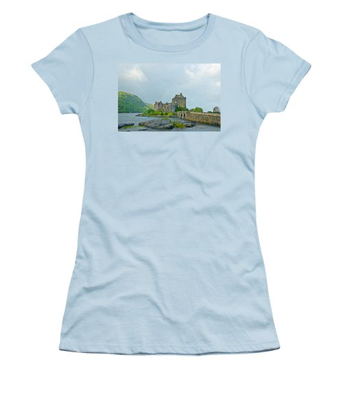 Eilean Donan Castle Textured 2 Women's T-Shirt (Athletic Fit)