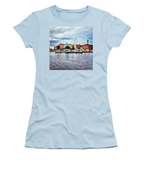 Little Washington Women's T-Shirt (Athletic Fit)