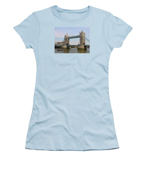 London's Tower Bridge Women's T-Shirt (Athletic Fit)
