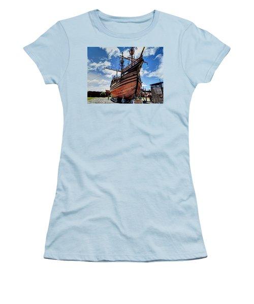 Noa Victoria Women's T-Shirt (Athletic Fit)