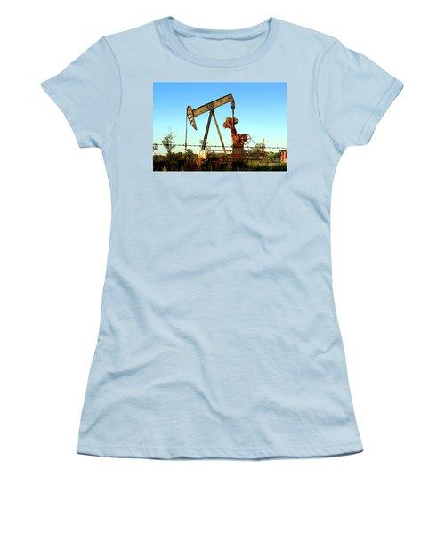 Texas Pumping Unit Women's T-Shirt (Athletic Fit)