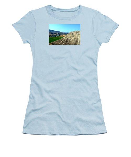 Kamloops British Columbia Women's T-Shirt (Athletic Fit)