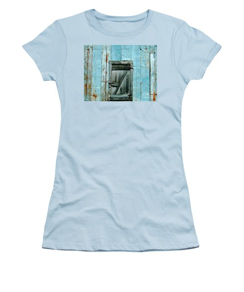 Blue Shed Door  Hwy 61 Mississippi Women's T-Shirt (Athletic Fit)