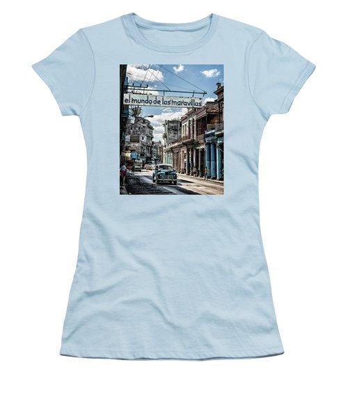El Mundo De Las Maravillas Women's T-Shirt (Athletic Fit)