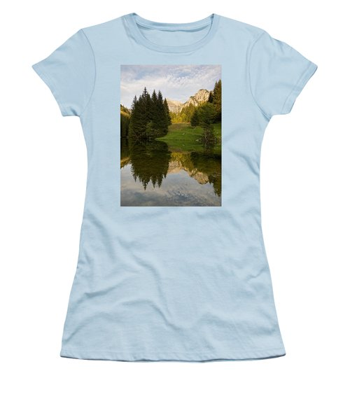 Lac De Fontaine Women's T-Shirt (Athletic Fit)