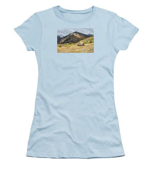 Log Barn In The Mountains Women's T-Shirt (Athletic Fit)