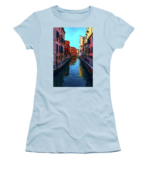 one of the many beautiful old Venetian canals on a Sunny summer day Women's T-Shirt (Athletic Fit)