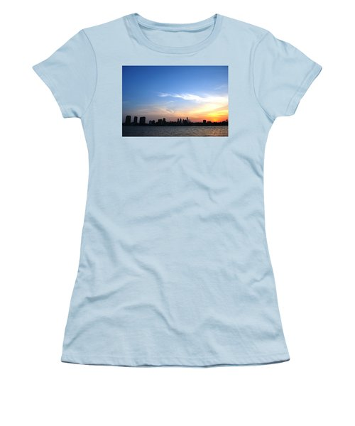 Philadelphia Skyline Low Horizon Sunset Women's T-Shirt (Junior Cut)