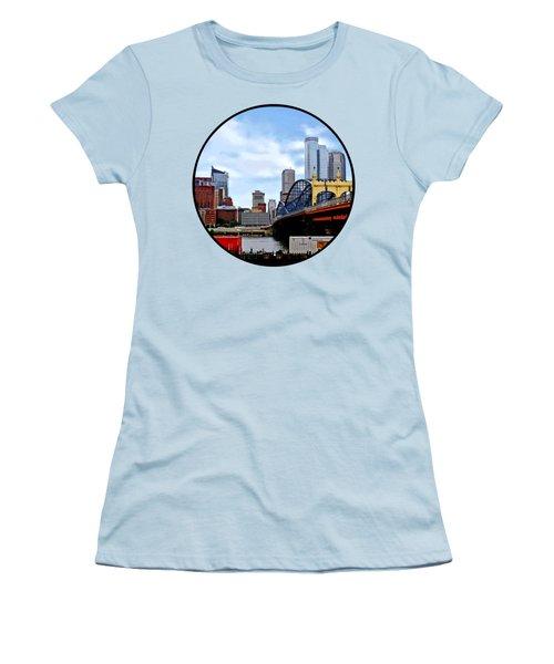 Pittsburgh Pa - Train By Smithfield St Bridge Women's T-Shirt (Junior Cut) by Susan Savad