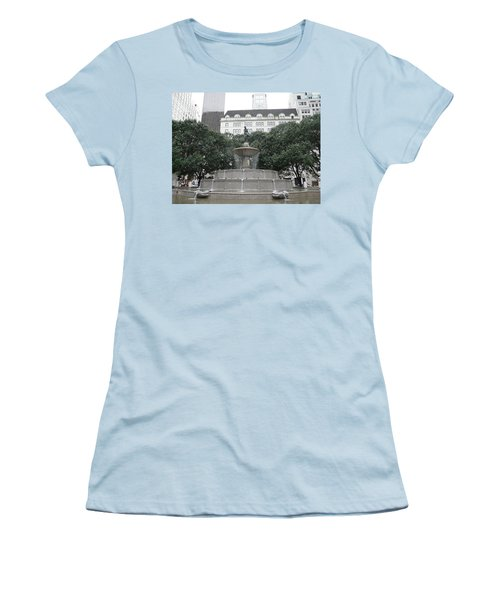 Pulitzer Fountain Women's T-Shirt (Athletic Fit)