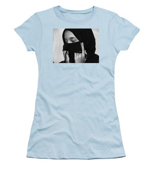 Rezadeira Women's T-Shirt (Junior Cut) by Beto Machado