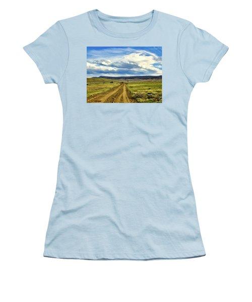 Room To Roam - Wyoming Women's T-Shirt (Junior Cut) by L O C