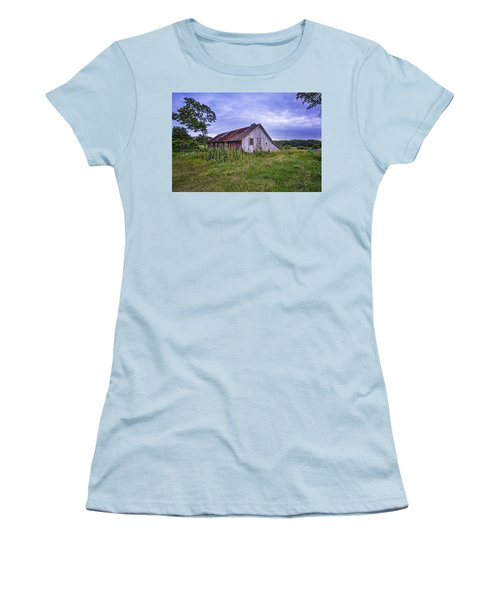 Smith Farm Barn Women's T-Shirt (Athletic Fit)