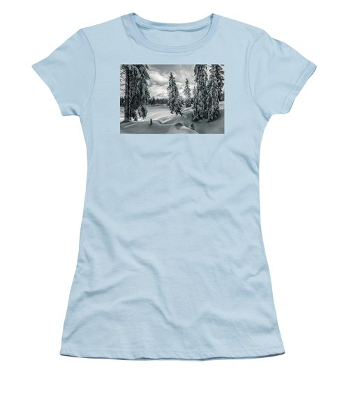 Winter Wonderland Harz In Monochrome Women's T-Shirt (Athletic Fit)