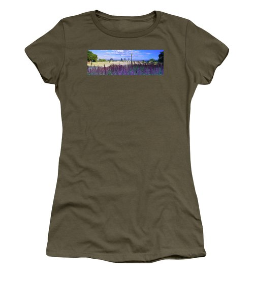 Blooming Flowers With City Skyline Women's T-Shirt