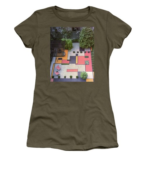 A Garden With Colourful Landscaping In Dr Women's T-Shirt