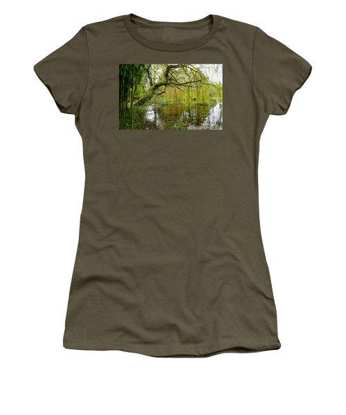 Amazingly Green Women's T-Shirt