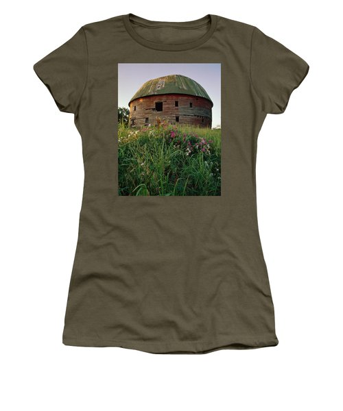 Arcadia Round Barn And Wildflowers Women's T-Shirt (Athletic Fit)