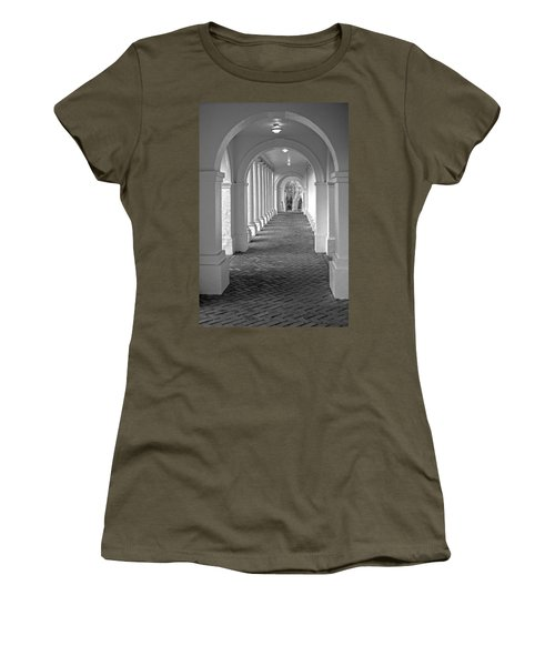 Arches At The Rotunda At University Of Va 2 Women's T-Shirt