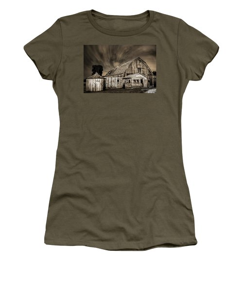 Barn On Hwy 66 Women's T-Shirt
