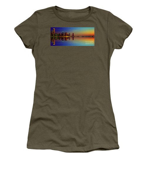Between Night And Day Chicago Skyline Mirrored Women's T-Shirt (Athletic Fit)