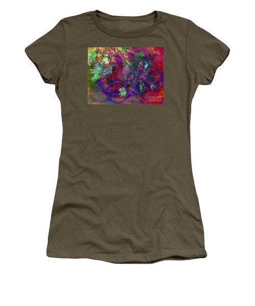 Brushing Circles  Women's T-Shirt